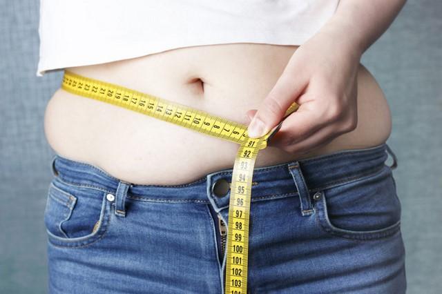 Sự thay đổi nội tiết tố của thời kỳ mãn kinh có thể khiến phụ nữdễ tăng cân quanh bụng hơn